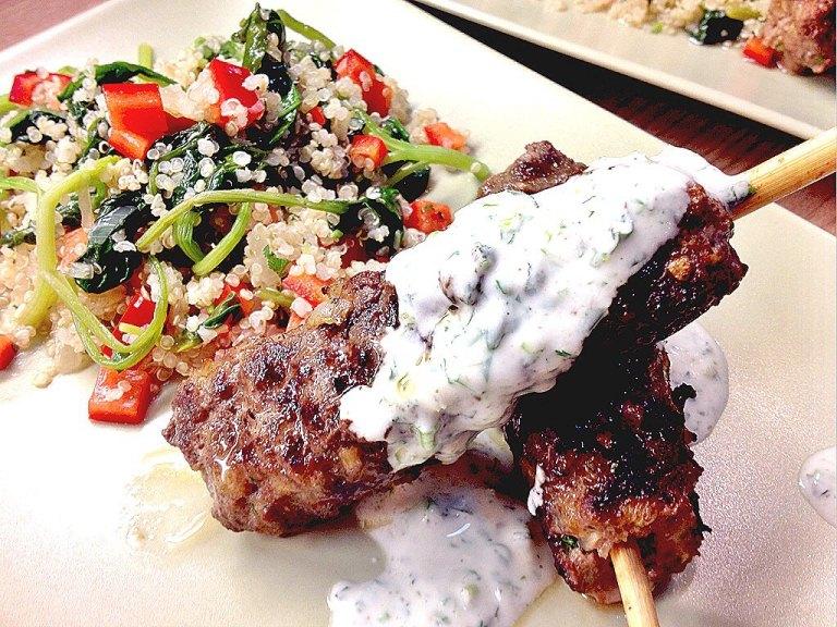 Fleisch am Spieß mit Quinoa-Spinat Salat2