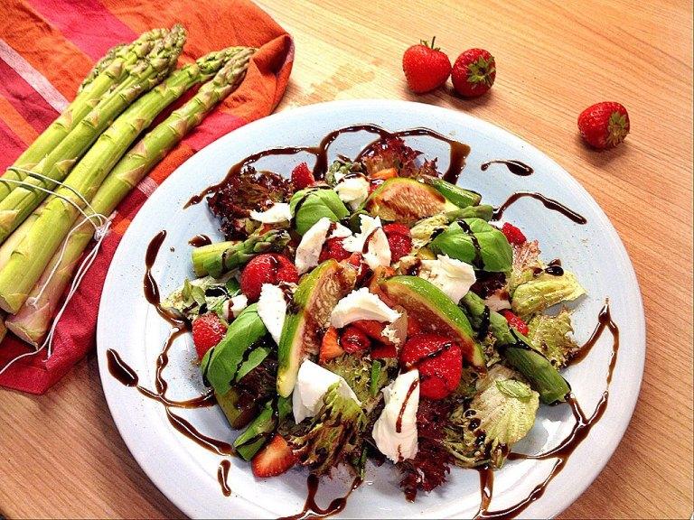 Spargel-Erdbeersalat mit Büffelmozzarella1