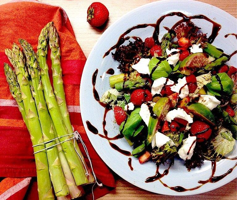 Spargel-Erdbeersalat mit Büffelmozzarella2