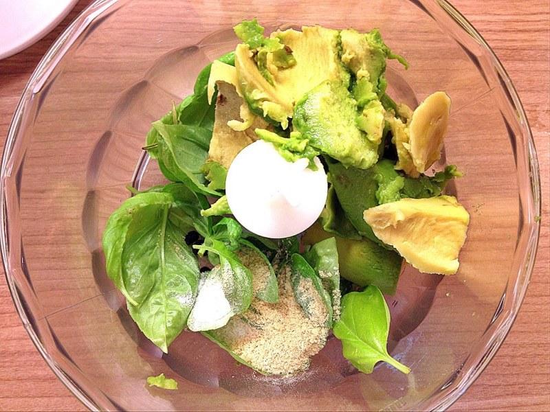 Zuccininudeln mit Avocado-Basilikum Pesto 3